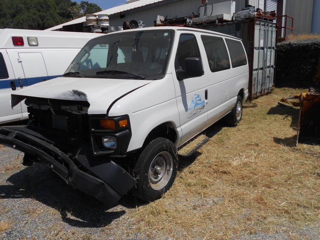 33-2013 Ford E150 Van-Wrecked